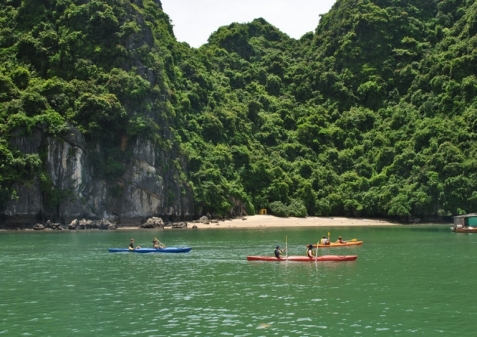 Go kayaking in Lan Ha bay